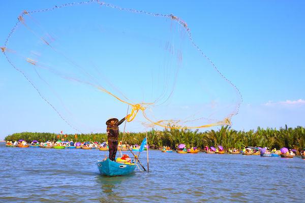 ベトナム観光ダナンホイアンボート